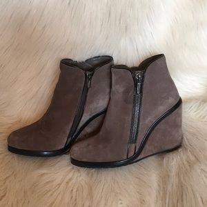 VINCE CAMUTO Brown Suede Leather Wedge Ankle Boots
